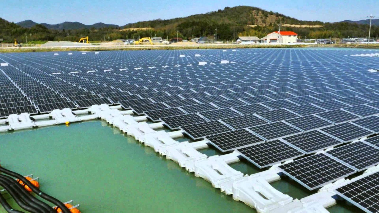 Desarrollan en Japón la mayor planta de paneles solares flotantes del mundo.