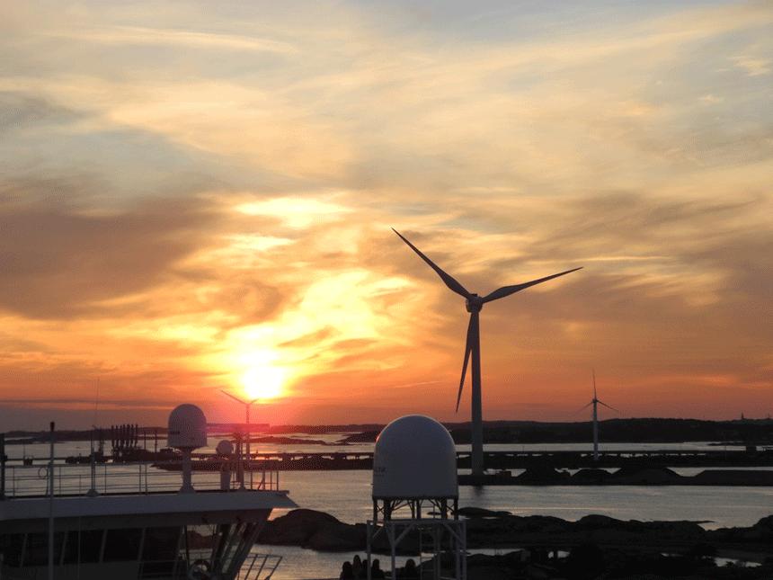 El primer parque eólico flotante del mundo emerge del mar en Escocia