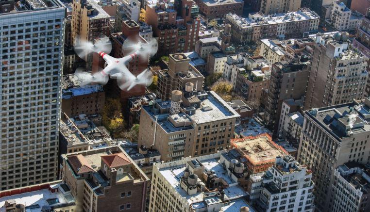 tipos de drones sobre edificios