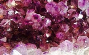 Nombres y propiedades de los minerales creados por el hombre