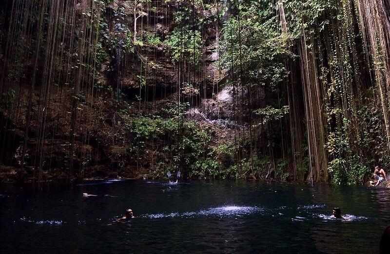 cenote de la riviera maya